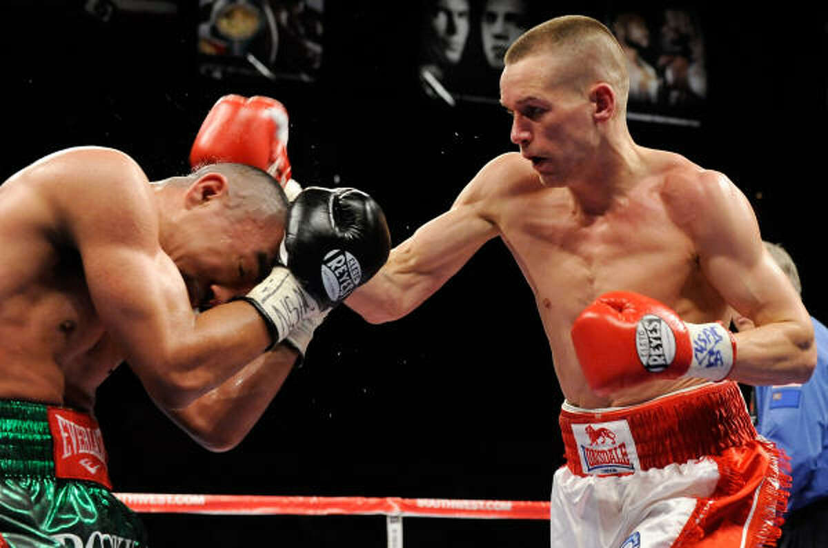 The bout went to the scorecards after seven rounds when the referee ruled that Litzau could not continue after an accidental headbutt caused a deep cut under his left eye.