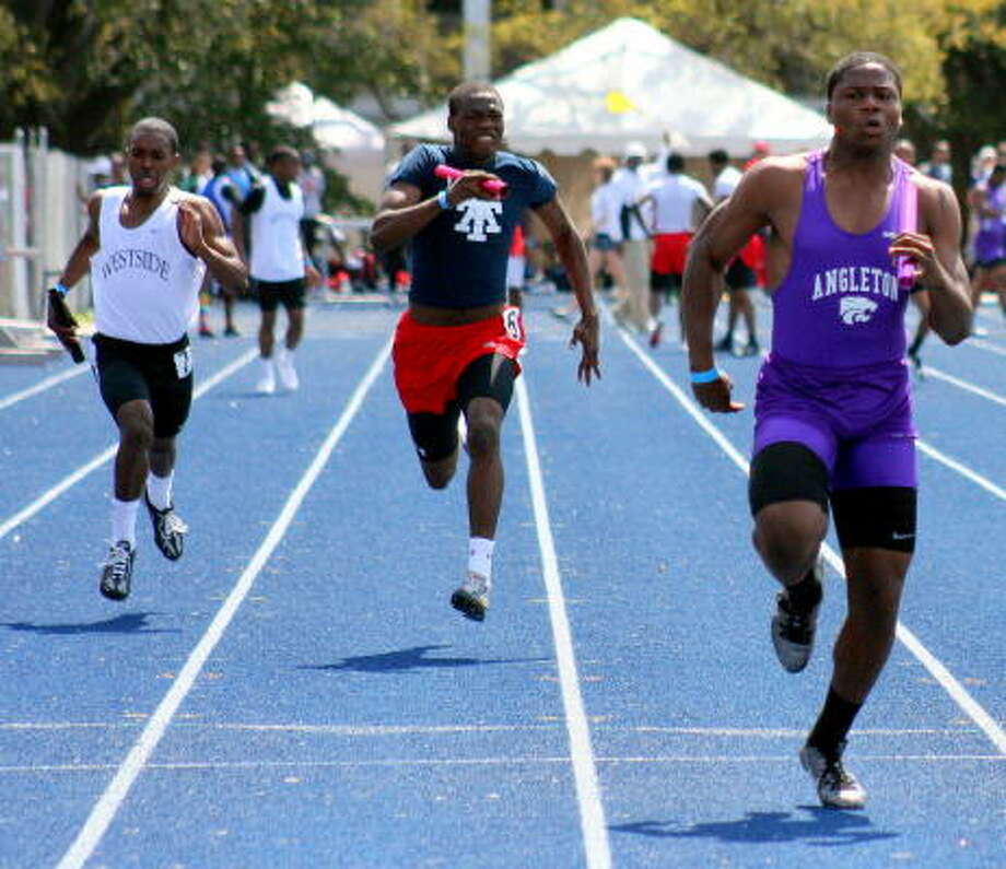 Angleton's Terrence Franks runs ahead of the pack. Photo: Gerald James, Chronicle