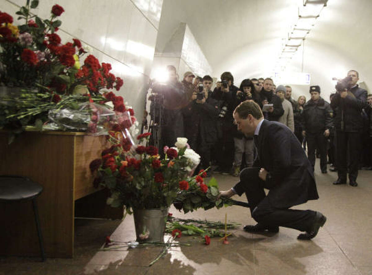 Moscow Mayor Yuri Luzhkov lays flowers in memory of the victims of a terrorist blast.