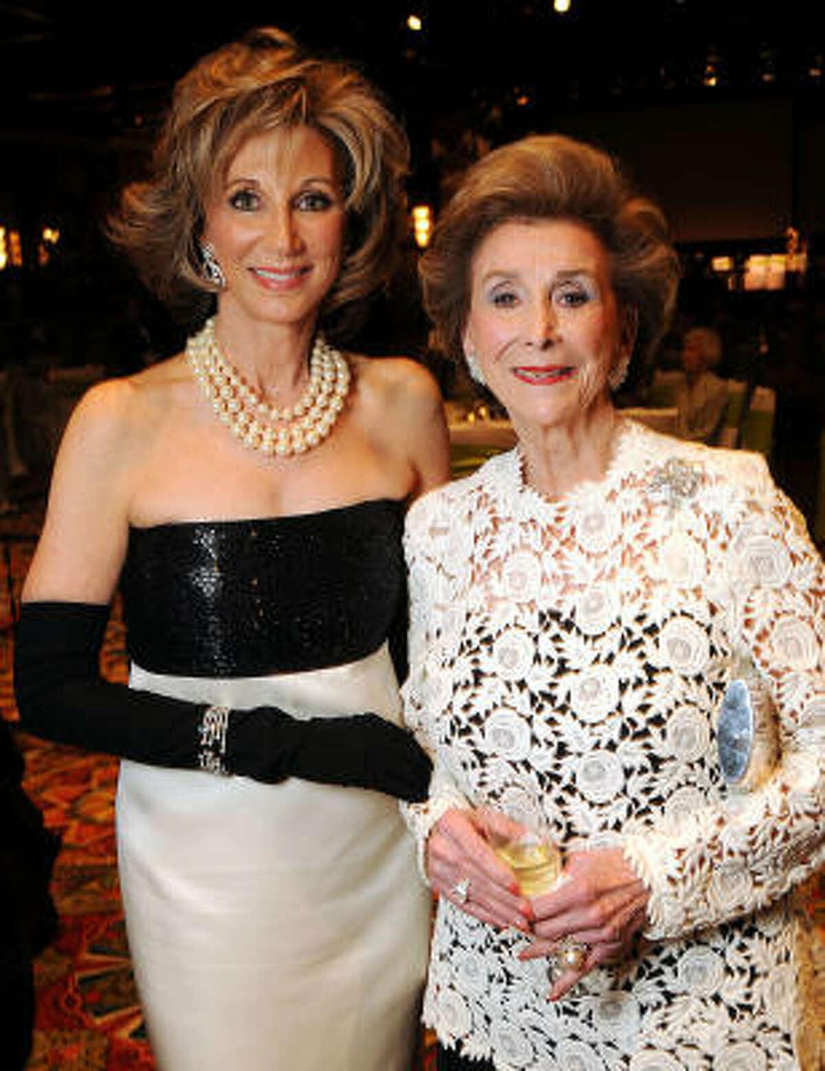 Frann Lichtenstein and honoree Aileen Gordon at the 2010 Houston Symphony Ball.