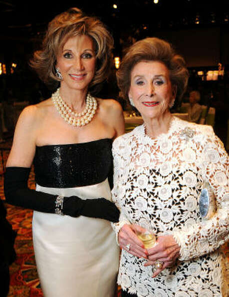 Frann Lichtenstein and honoree Aileen Gordon at the 2010 Houston Symphony Ball.