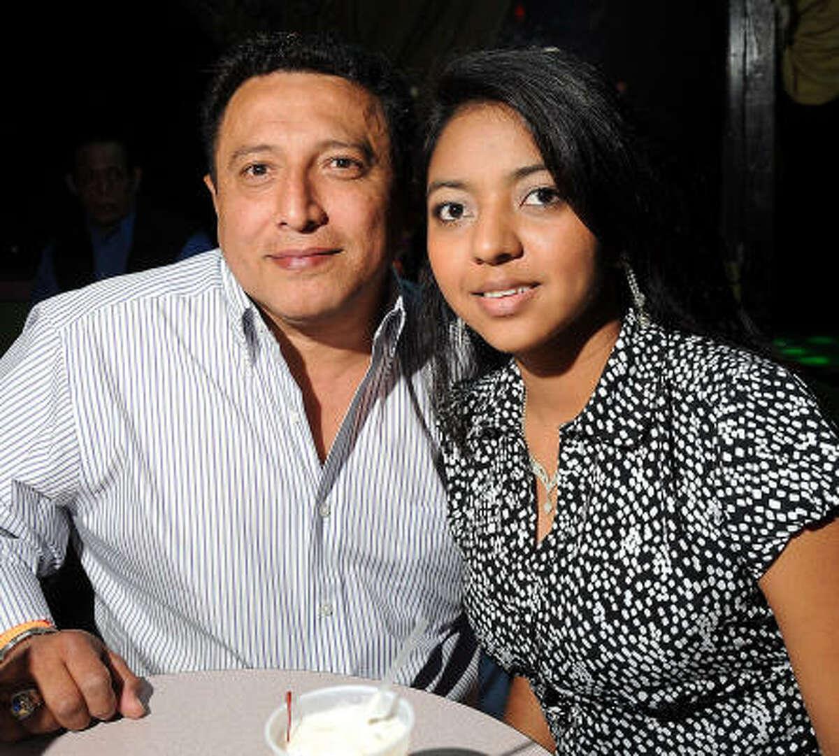 José Mendoza y Tamara Mendoza en Amazonia Discotheque.