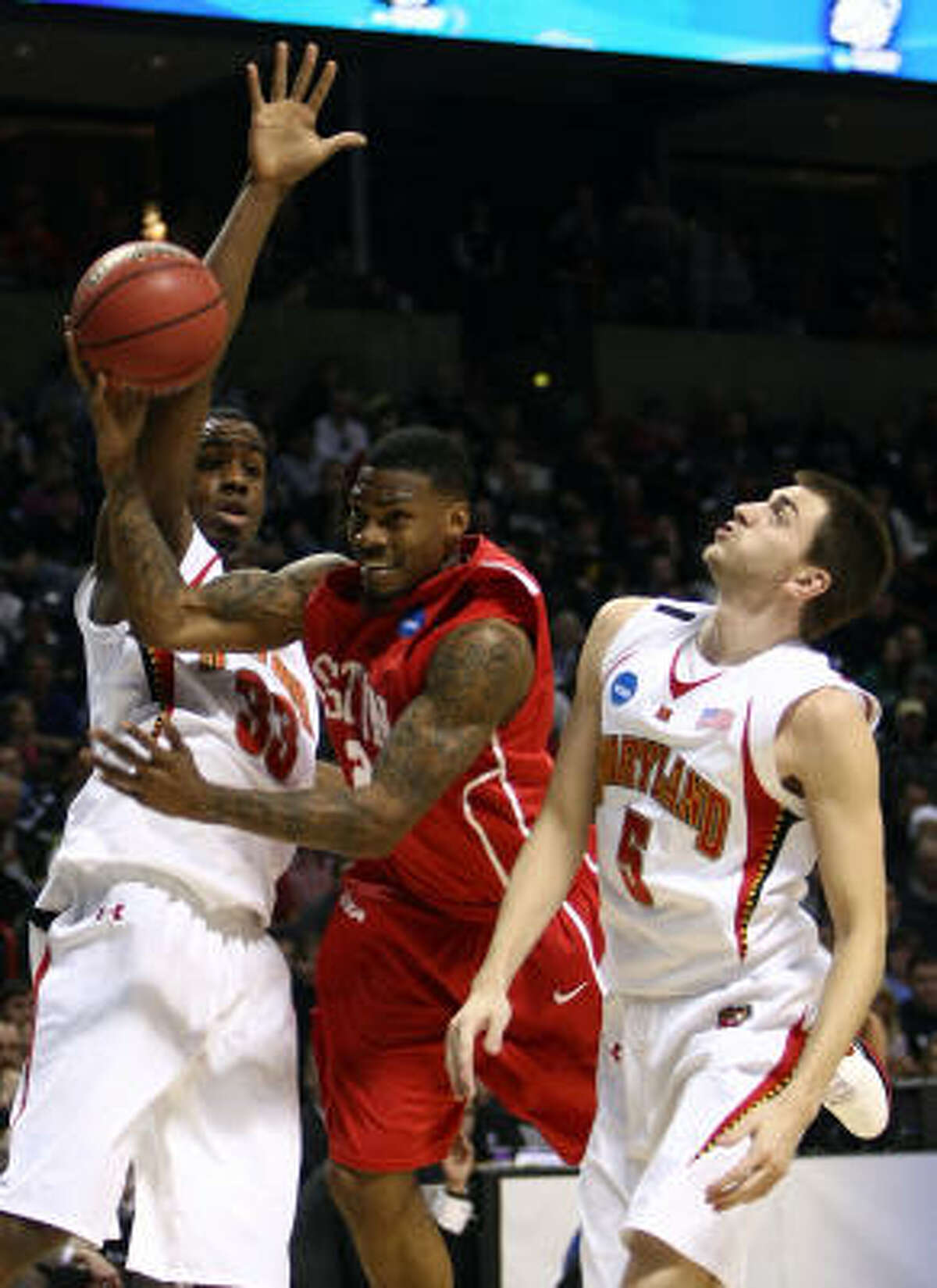 UH guard Aubrey Coleman, center, finished with 26 points and nine rebounds. He entered the game as the nation's leading scorer.