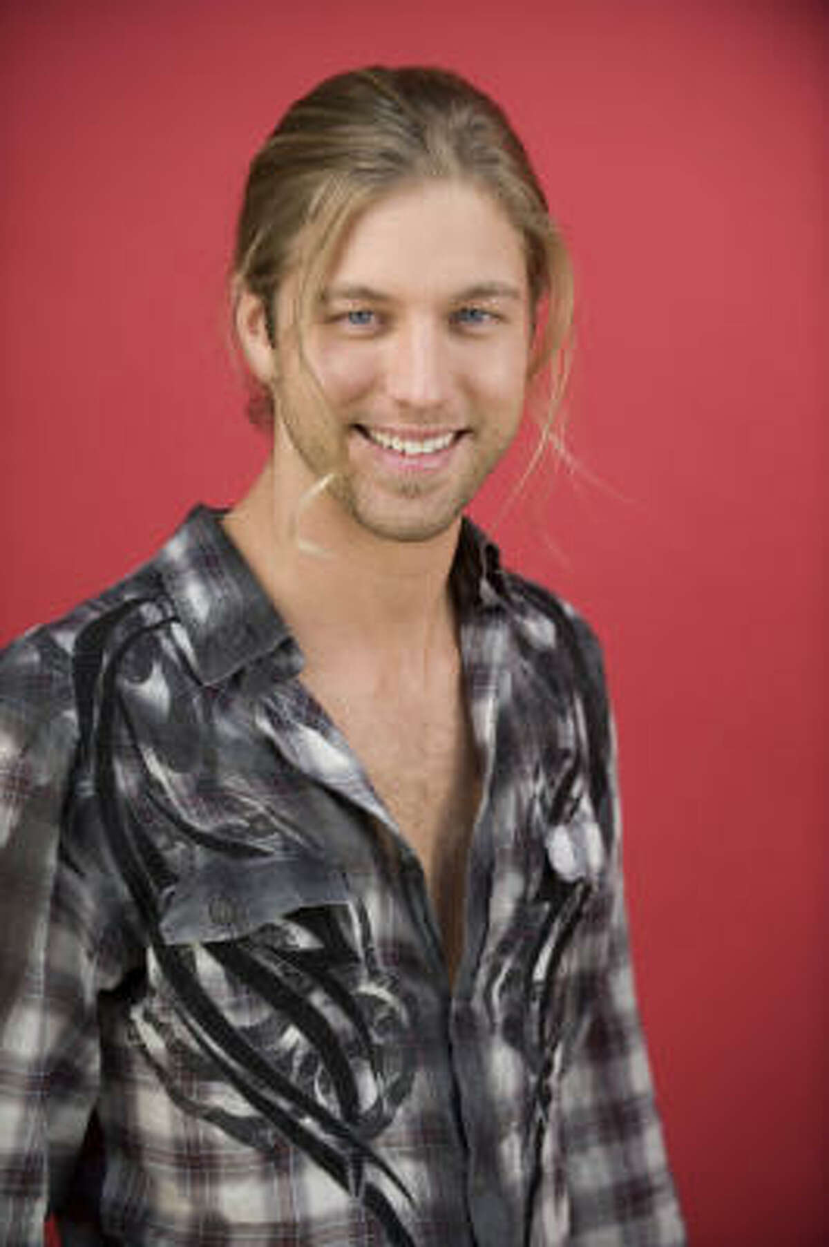Casey James , Fort Worth. Age: 27Joey says: Now that Kara DioGuardi has simmered down, the Texas boy has settled into the show's requisite country slot. I can see him selling records.