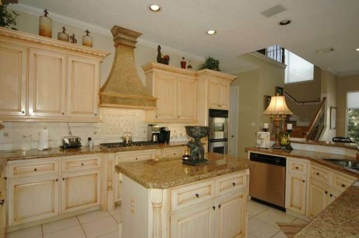 The 14x16 kitchen has a granite island and gas range.