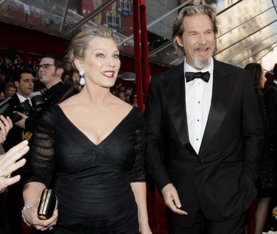 Jeff Bridges, usually hands-down handsome, looks vaguely Colonel Sanders with his Confederate beard. Nice Gucci tux, though. Photo: Amy Sancetta, AP