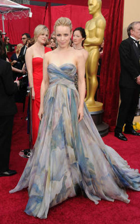 WASHED OUT: Beauty Rachel McAdams some how has lost her way in this washed out gown. Photo: Alberto E. Rodriguez, Getty Images