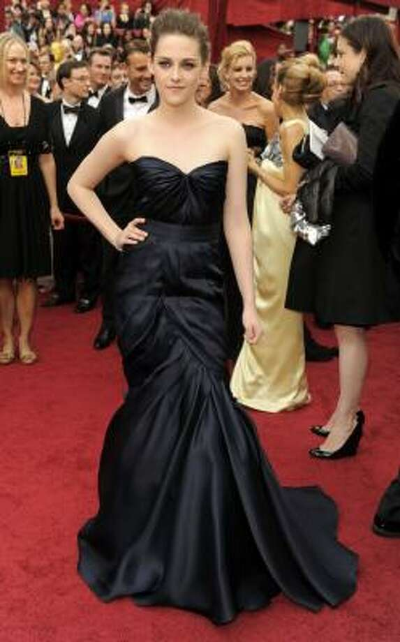 GOING GOTH: Kristen Stewart's dress starts of beautiful, but then has too much going on at the bottom. Photo: Chris Pizzello, AP