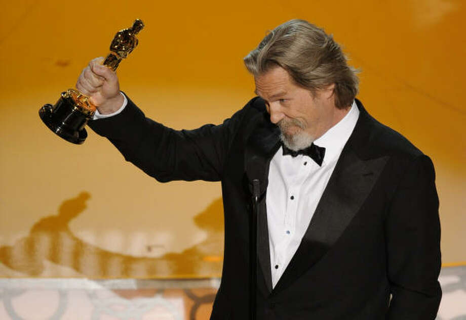 That Oscar really ties the room together: Jeff Bridges was in Big Lebowski form when he accepted his Oscar.  The Dude Abides. Photo: Mark J. Terrill, AP