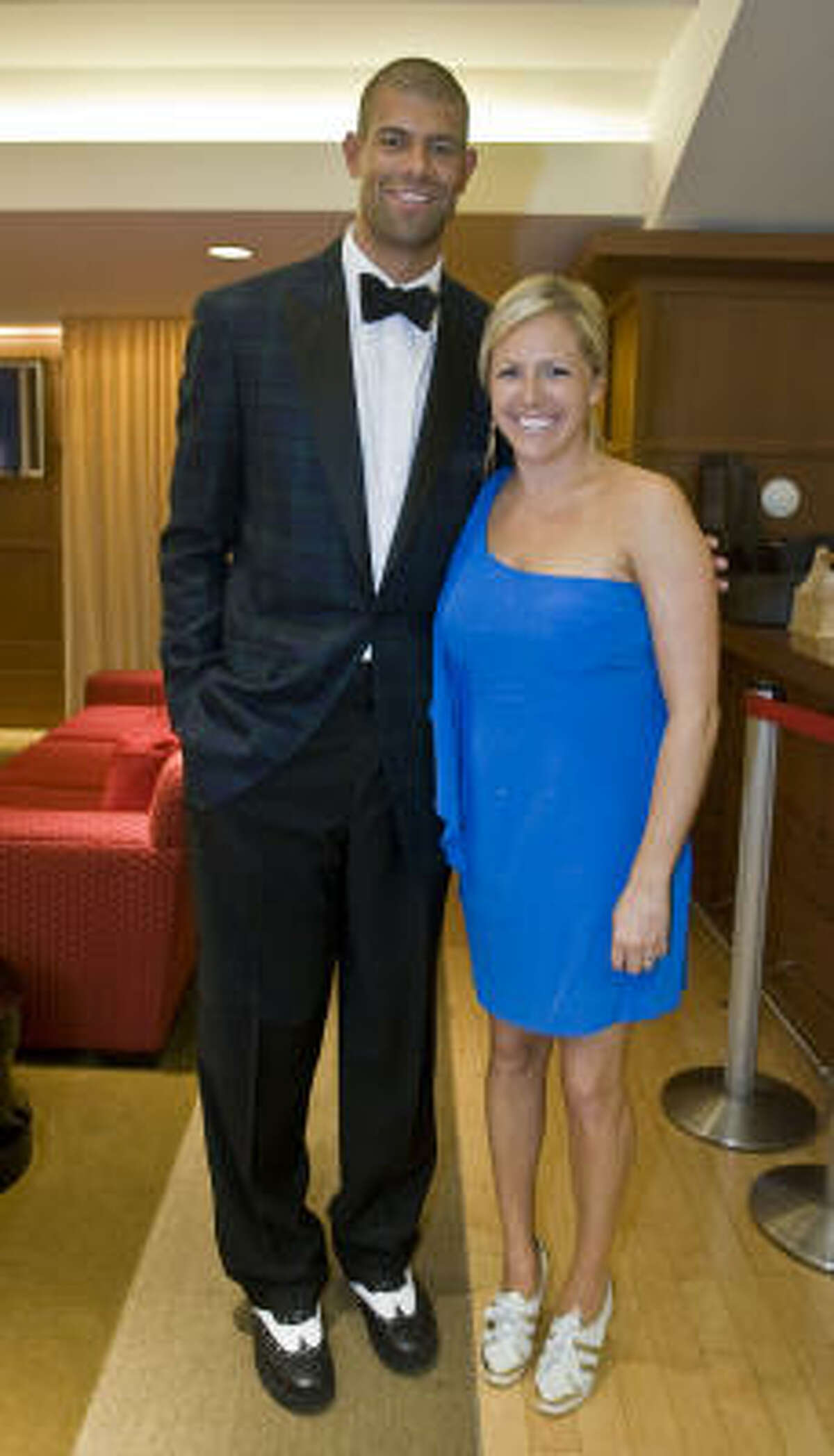 Rockets Shane Battier comes decked out in a black tuxedo accompanied by his wife Heidi Battier for the Houston Rockets
