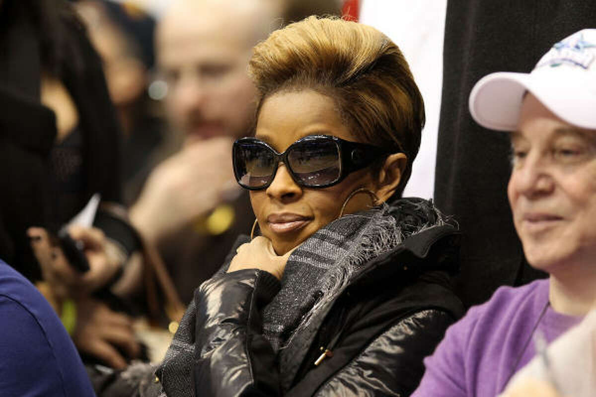 Mary J. Blige, with her signature blonde cut, showed up in Dallas at NBA All Star Weekend last month.