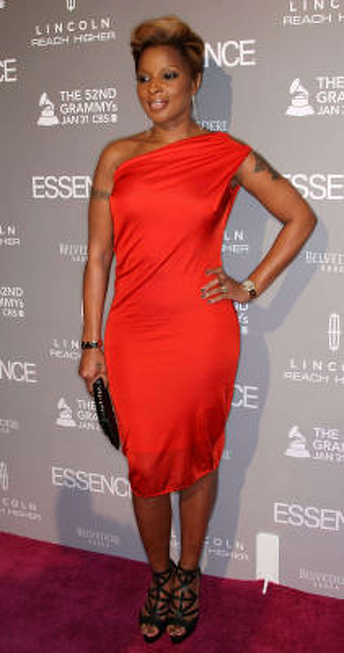 At the Essence Black Women in Music event in L.A., she rocks the cool one-shoulder dress.