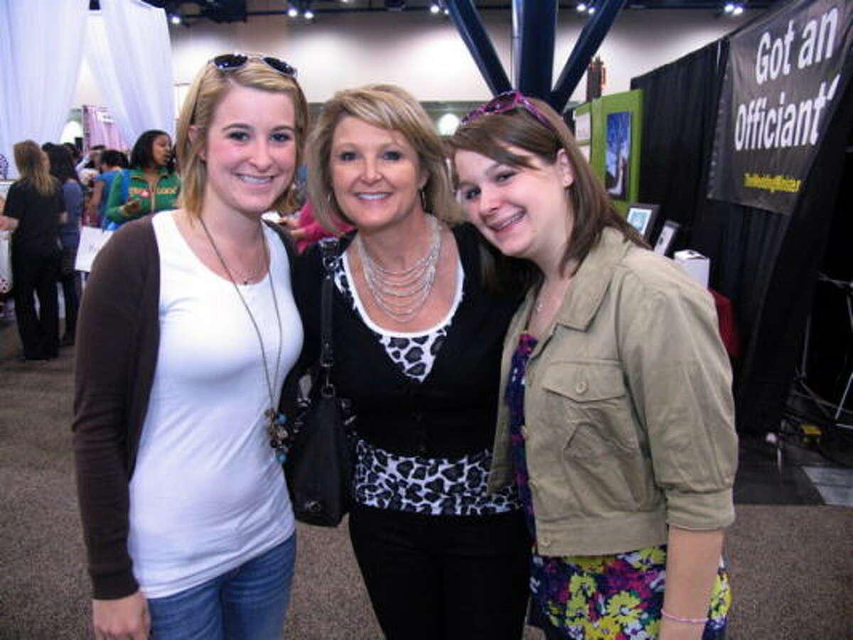 Lindsey, Xan and Meredith Hatz (cq)
