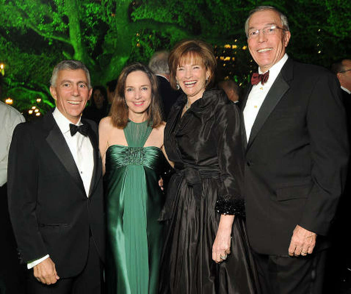 From left: Chairs Matt and Carolyn Khourie and Bobbie and John Nau at the Gala on the Green benefiting Discovery Green park programs.