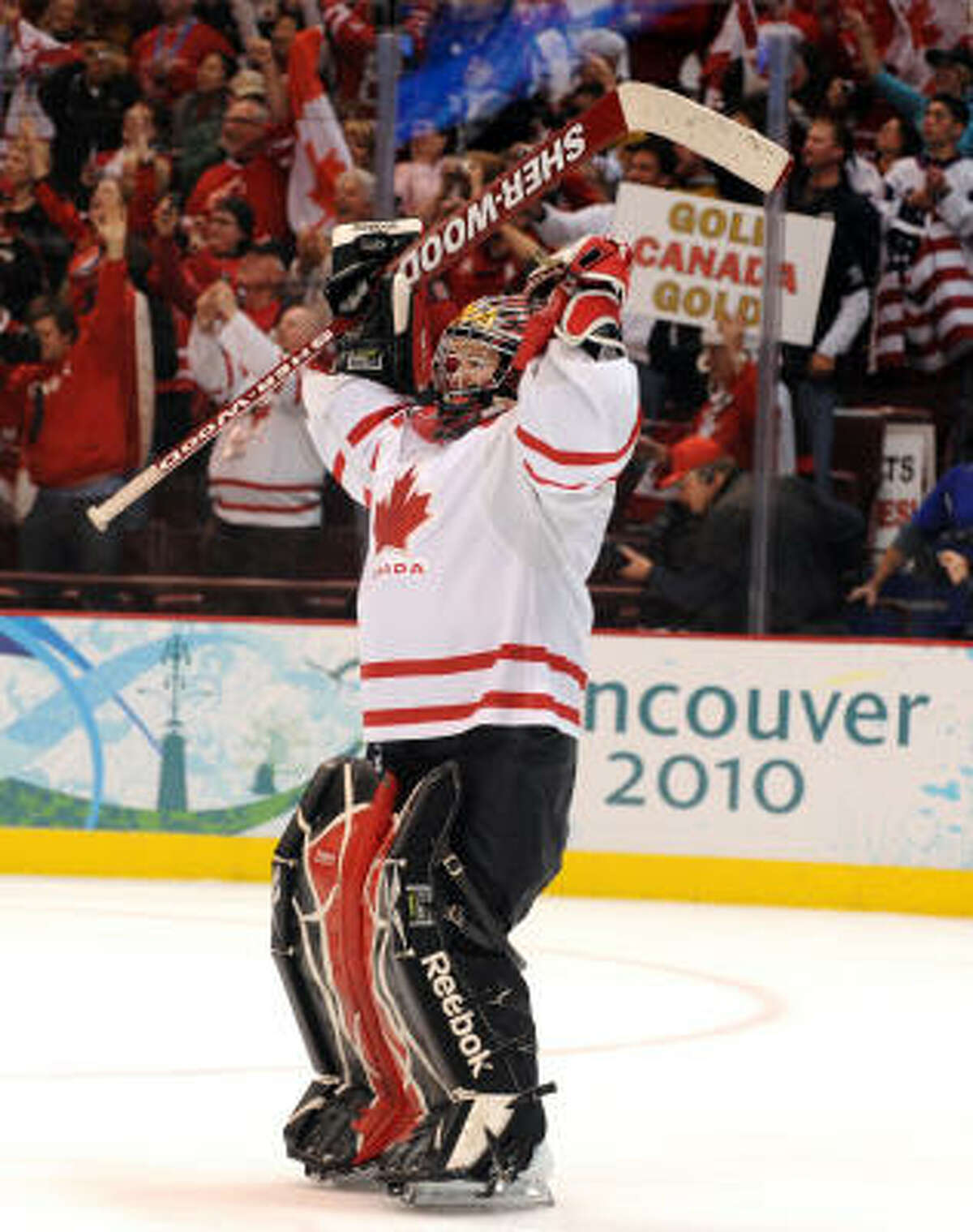 Canadian goalkeeper Shannon Szabados celebrates her team's win over the U.S.