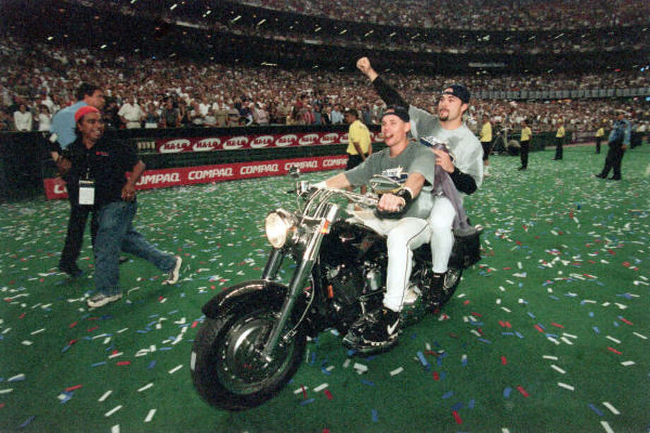 In the final regular-season game played at the Astrodome, the Astros beat the Los Angeles Dodgers 9-4 for their third straight National League Central title. 
