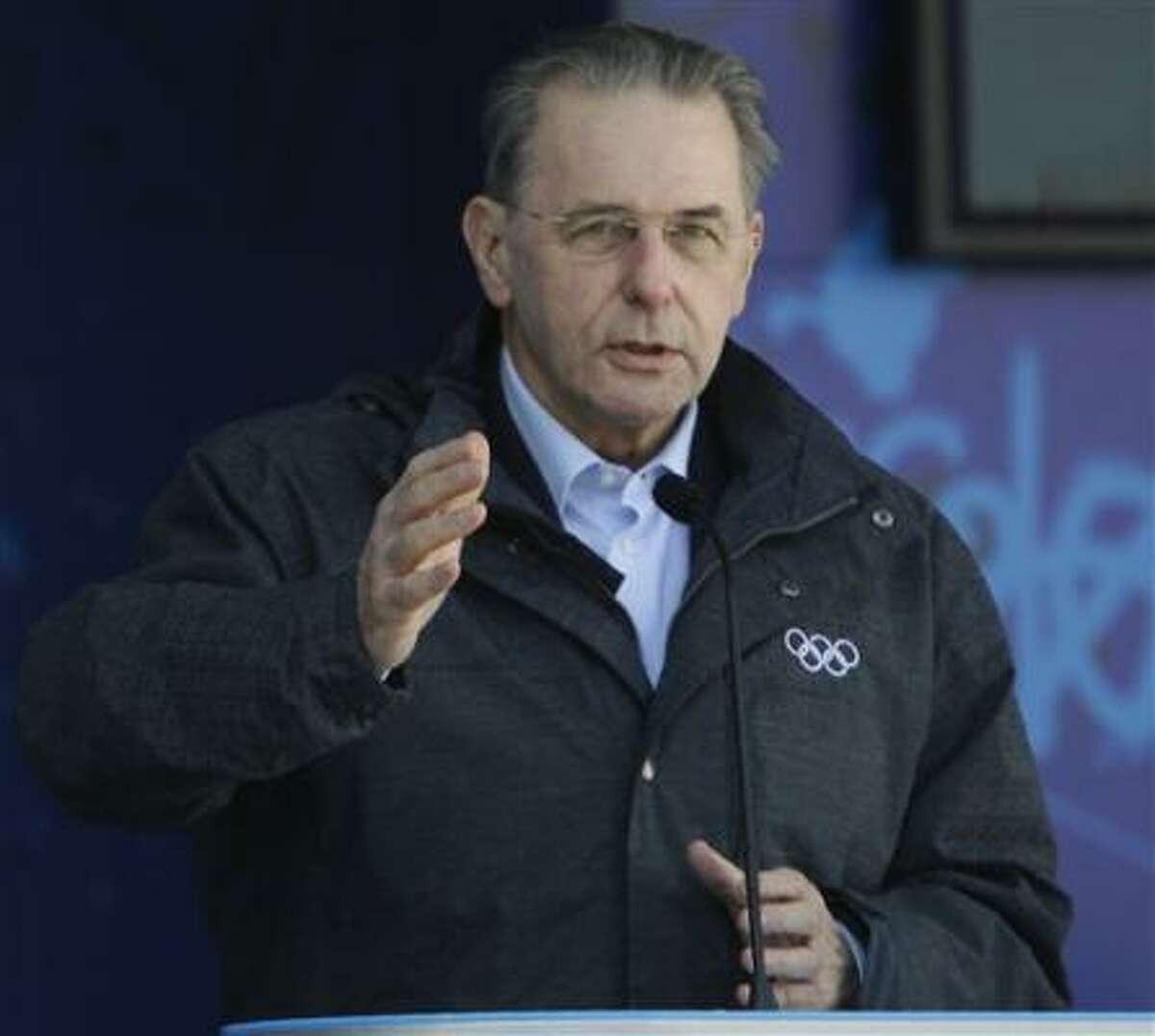 Jacques Rogge, presidente del Comité Olímpico Internacional, habla en la apertura de la Villa Olímpica de los Juegos Olímpicos de Vancouver, en esta ciudad de la provincia de Columbia Británica, el martes 9 de febrero del 2010.