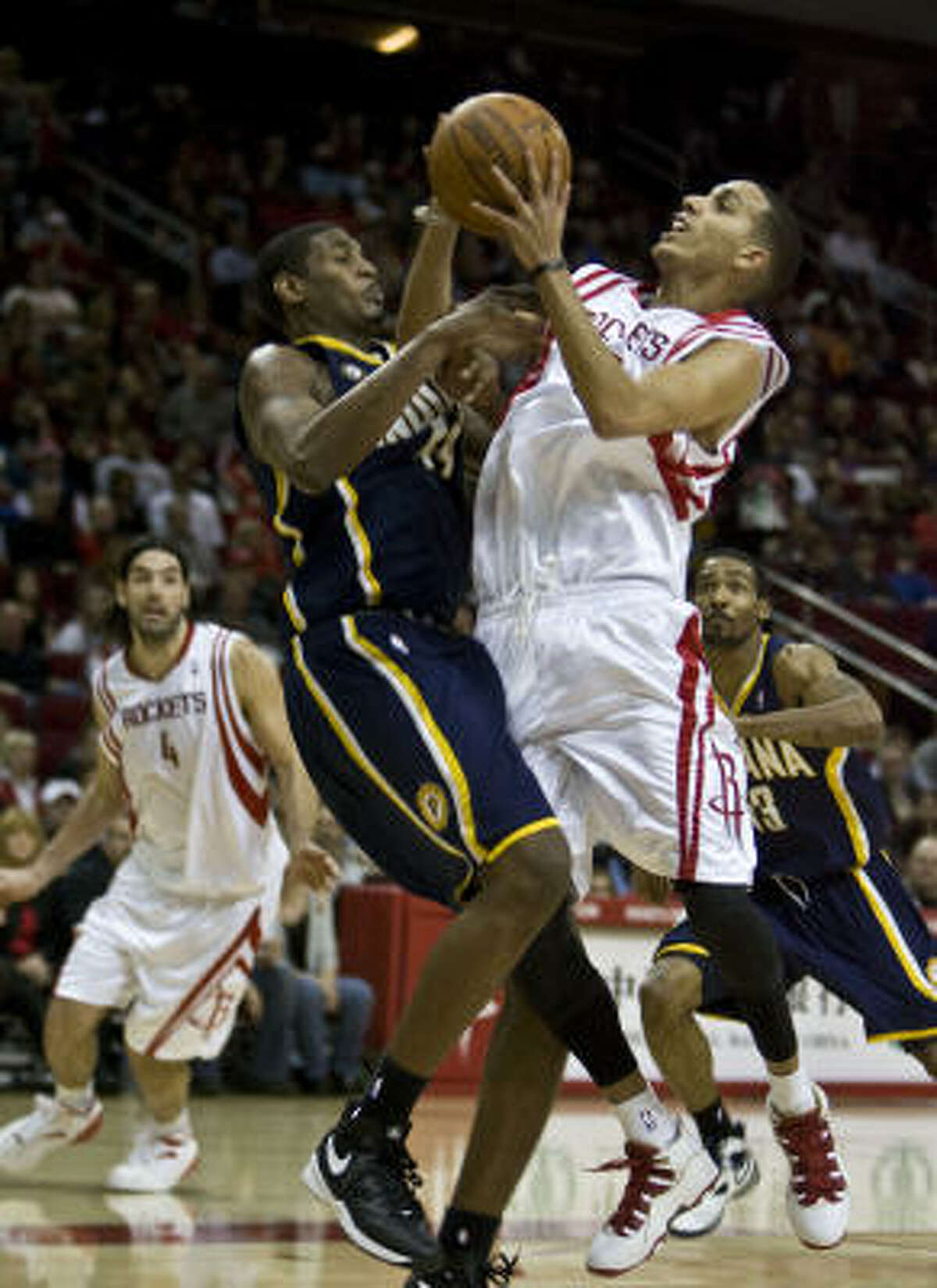 Rockets guard Kevin Martin, right, struggled from the field, but he hit 8 of 9 free throws.