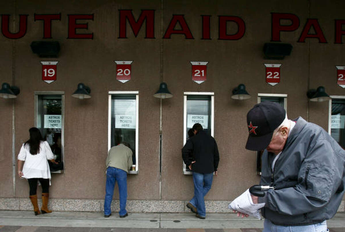 Astros fans who buy tickets on game-day still get paper tickets.