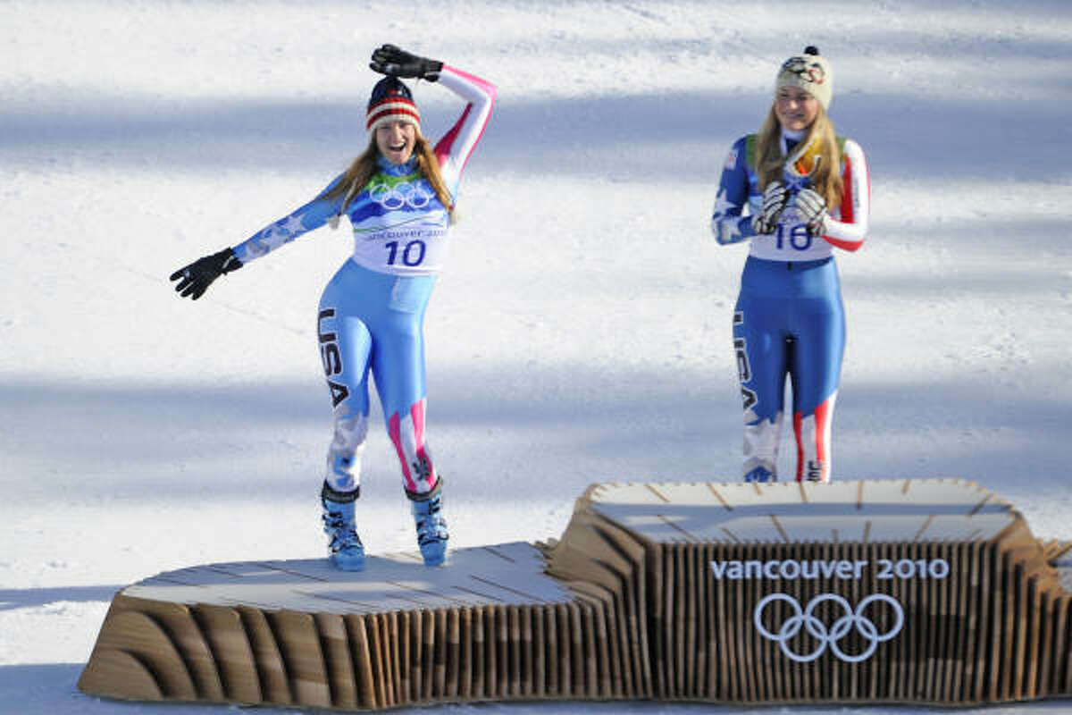Julia Mancuso, left, and Lindsey Vonn stand on the medals podium.