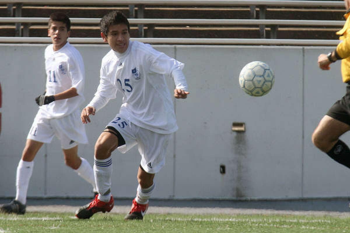 Pasadena #25 Angel Martinez intercepts a lose ball at midfield. Photo by Pin Lim.