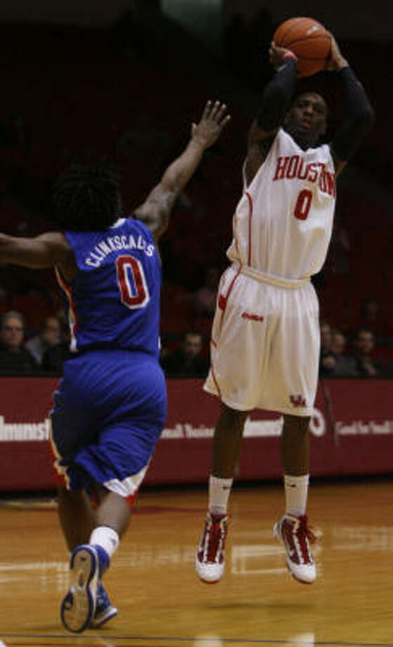 UH guard Kelvin Lewis scored a season-high 29 points to lead the Cougars to a 66-60 win over Conference USA rival SMU on Saturday at Hofheinz Pavilion. Photo: Julio Cortez, Chronicle
