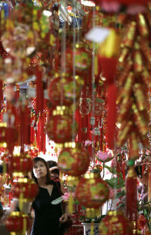 Red and goldThese are the most popular colors for decorations because they symbolize wealth and good fortune. Photo: Lai Seng Sin, AP