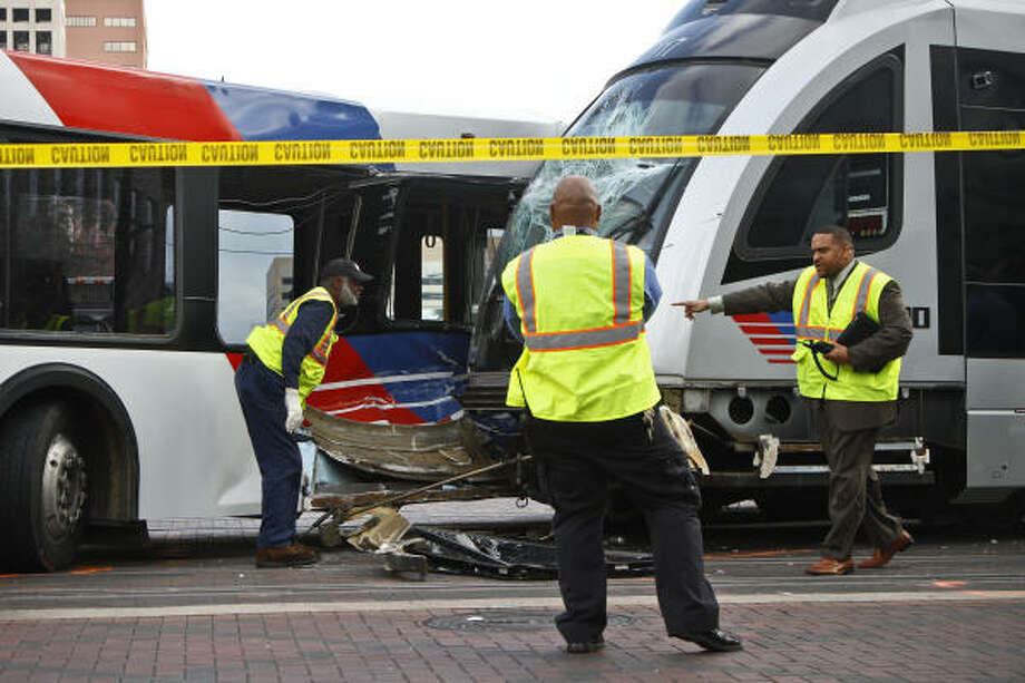 Accident at intersection of Main St. and St. Joseph Parkway involving a Metro Bus and a MetroRail. Photo: Michael Paulsen, Chronicle