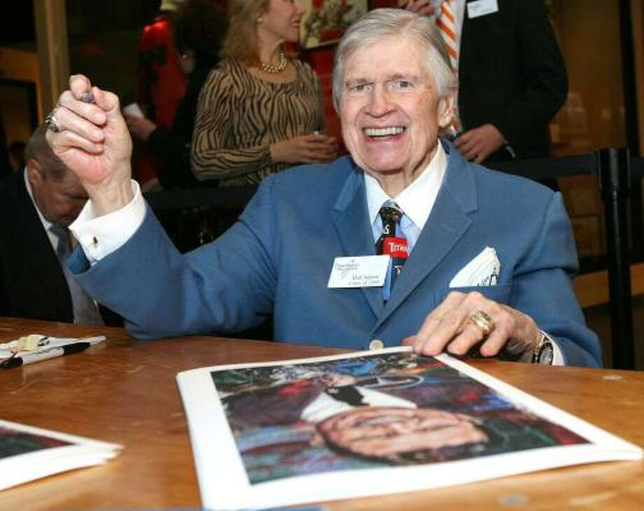 Tennessee Titans and former Houston Oilers owner Bud Adams Jr. signs autographs during the induction activities. Photo: Duane A. Laverty, AP
