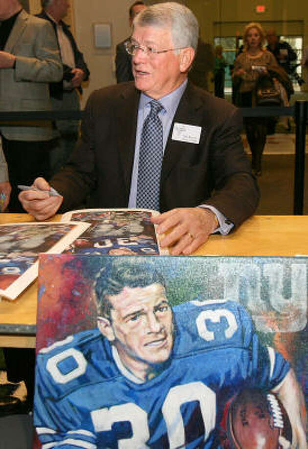 Former Dallas Cowboys running back Dan Reeves signs autographs. Photo: Duane A. Laverty, AP