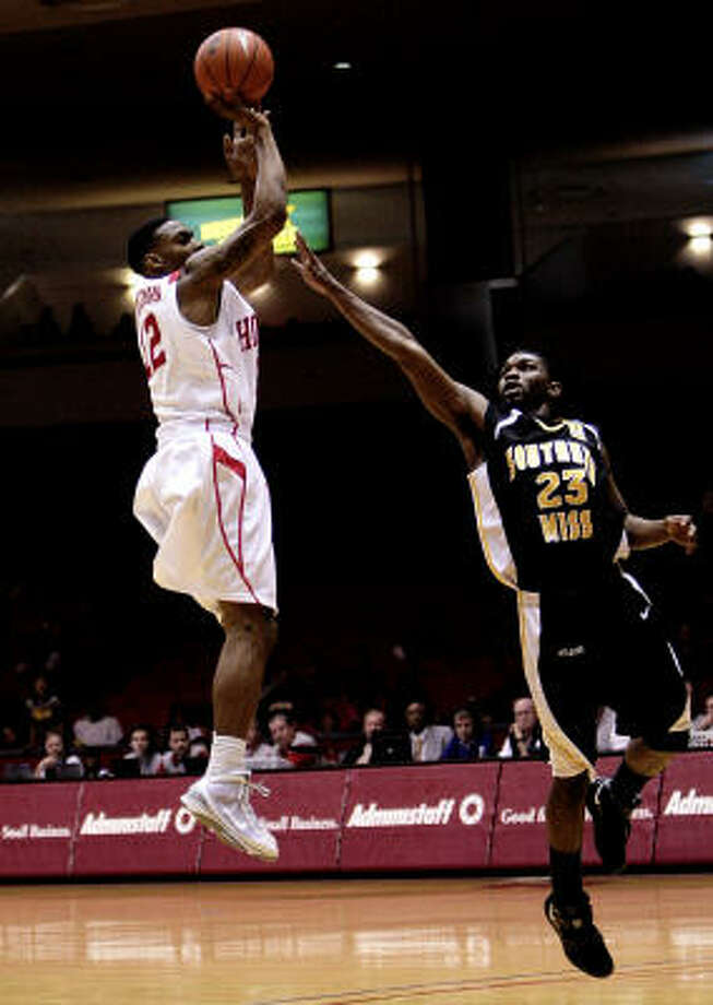 UH guard Aubrey Coleman, left, scored a game-high 24 points against Southern Miss, but he needed 24 shots to reach that. The Cougars lost 57-55 Saturday at Hofheinz Pavilion. Photo: Bob Levey, For The Chronicle