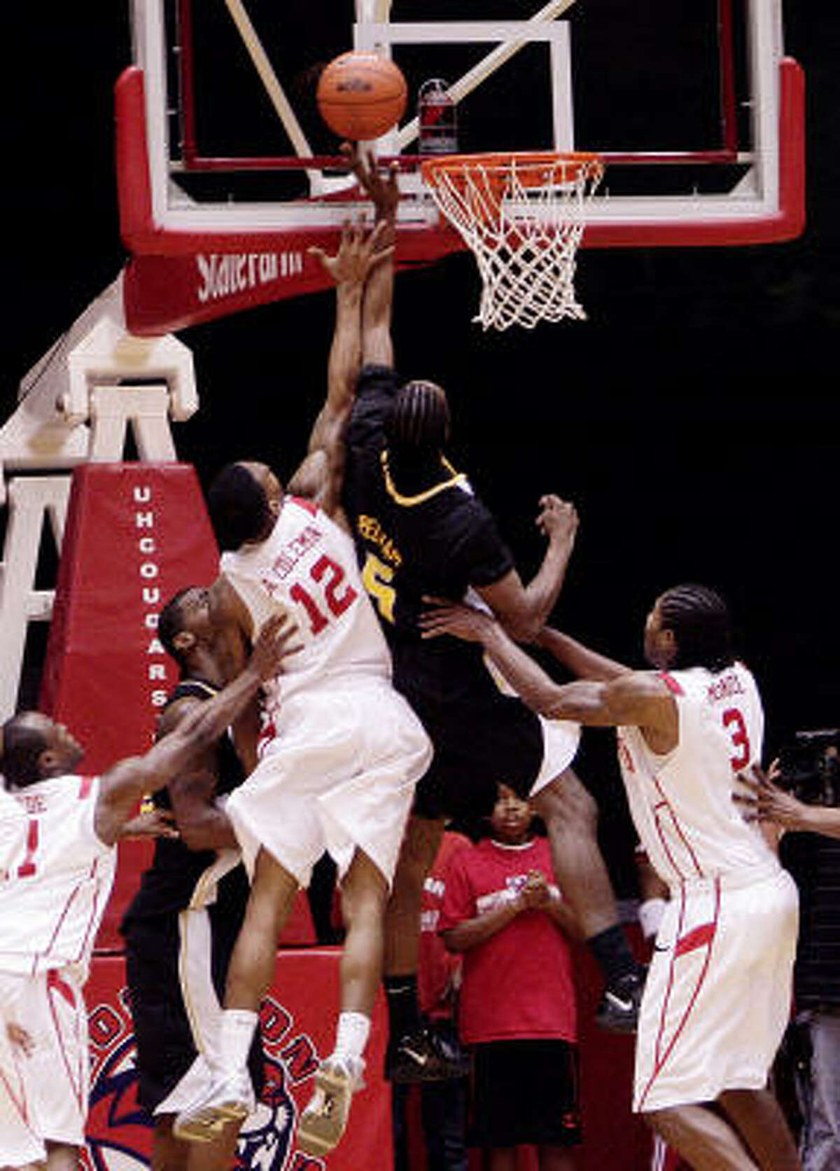 Southern Miss' Torye Pelham puts back a shot at the buzzer to send the Golden Eagles to a 57-55 win over UH.