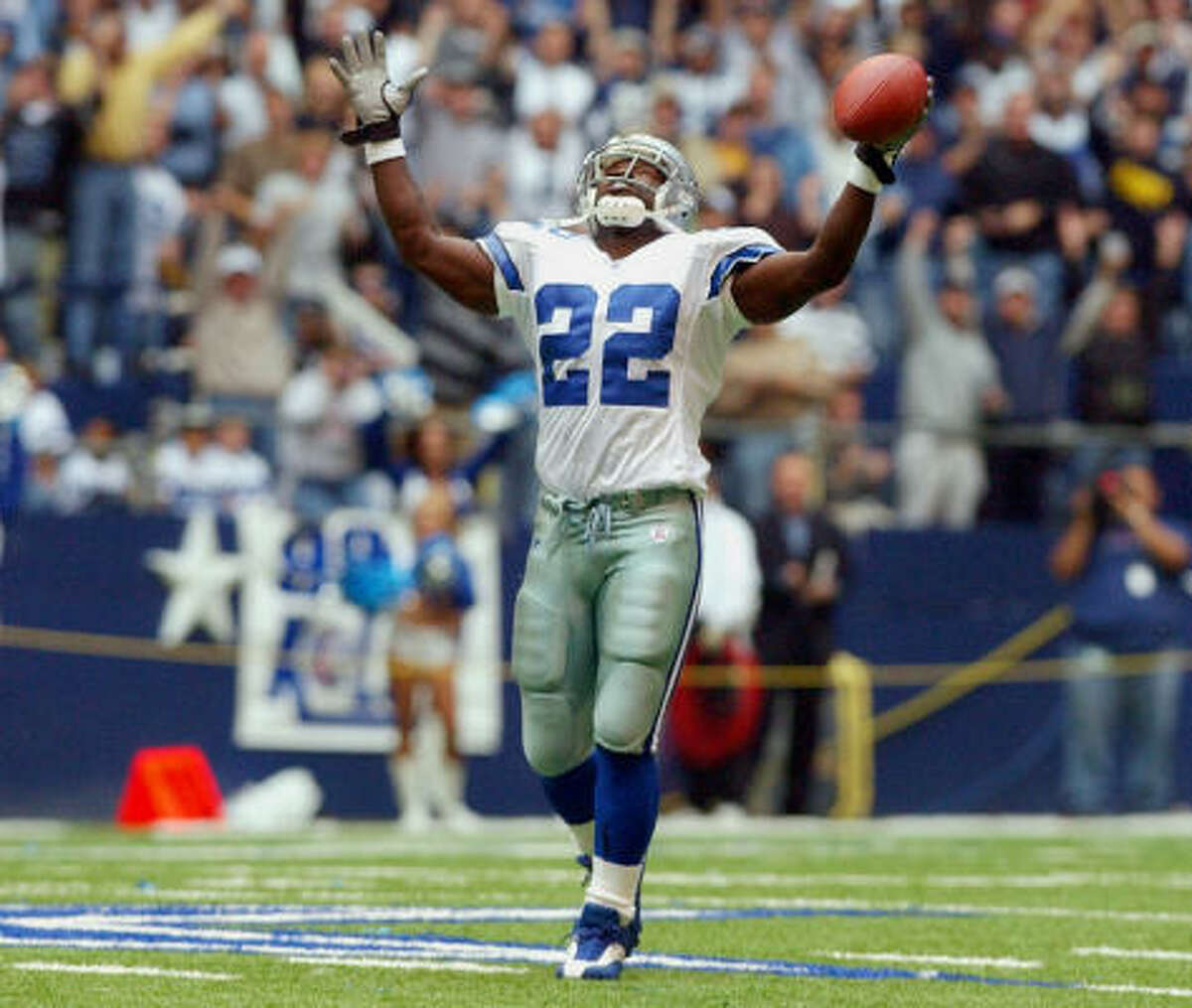 Inductee: Emmitt Smith Position: RB Teams: Cowboys, Cardinals Years: 15 Smith is the NFL's career rushing leader with 18,355 yards and 164 touchdowns. He was the NFL's MVP in 1993 and won three Super Bowls with the Cowboys.
