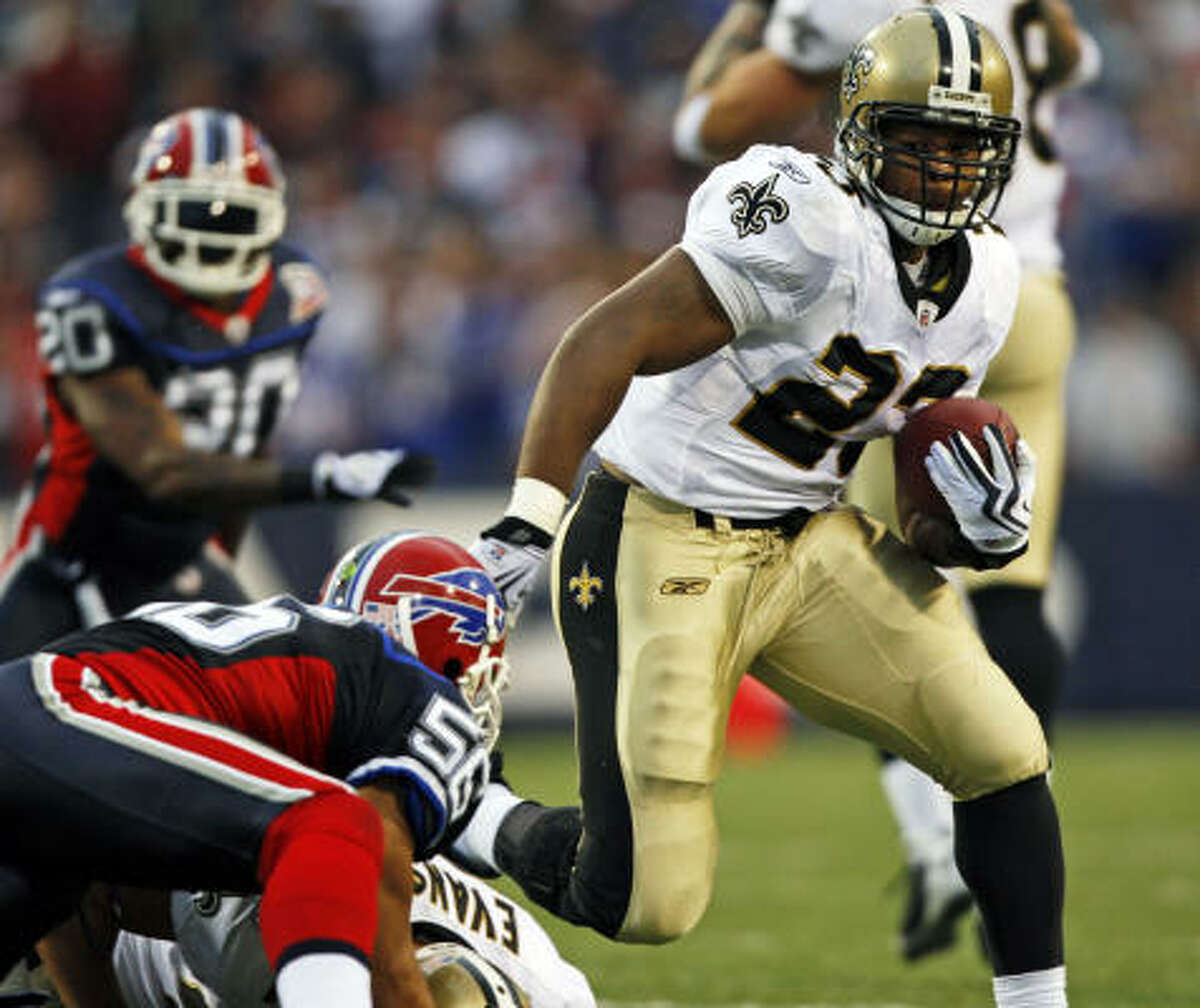 Sept. 27: Saints 27, Bills 7 Record: 3-0 Will Smith had an interception and a sack to help New Orleans shut down Buffalo. The Saints prevented the Bills from mustering any type of a threat through three quarters. That's when Pierre Thomas took over, sealing the win with two touchdown runs in the final 10 minutes. Thomas finished with 126 yards rushing, while scoring on 34- and 19-yard runs for a Saints offense had scored 45 points in each of its first two games. The Bills offense sputtered, and Terrell Owens was held without a catch, to end a 185-game streak that had been second longest among active players.