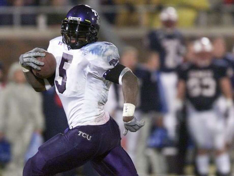 In 2000, LaDainian Tomlinson was the leading rusher in the Division 1-A ranks, producing 2,158 yards at Texas Christian University. Photo: SHARON M. STEINMAN, AP