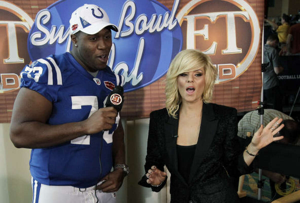The Colts' Jamie Thomas sings with Kimberly Caldwell during Super Bowl XLIV Media Day.