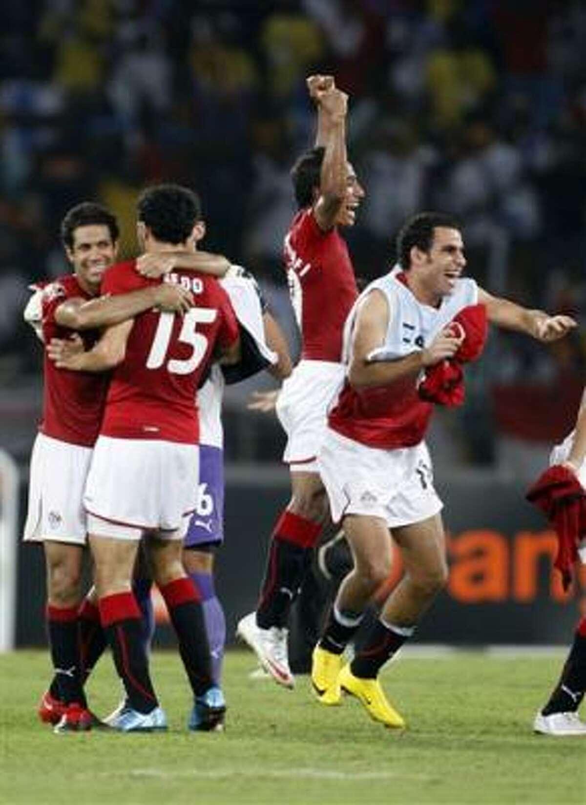 Los jugadores de Egipto celebran tras vencer a Ghana en la final de la Copa de Africa, el domingo 31 de enero de 2010.