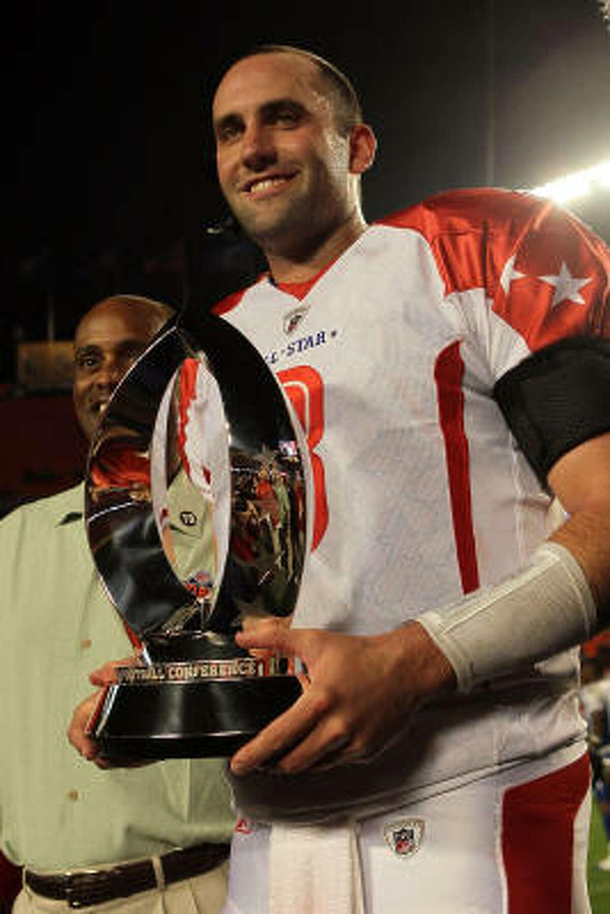 Texans quarterback Matt Schaub receives the MVP trophy after the 2010 Pro Bowl.