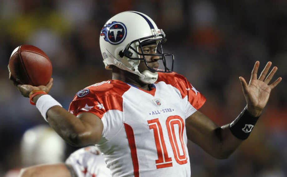 Tennessee Titans quarterback Vince Young replaced Texans quarterback Matt Schaub. Photo: J. Pat Carter, AP