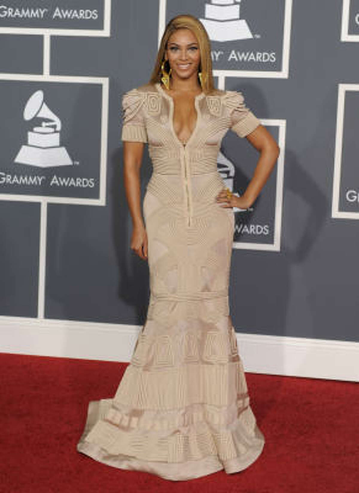 Beyonce looks stunning as usual. Read more about Grammy fashion here.
