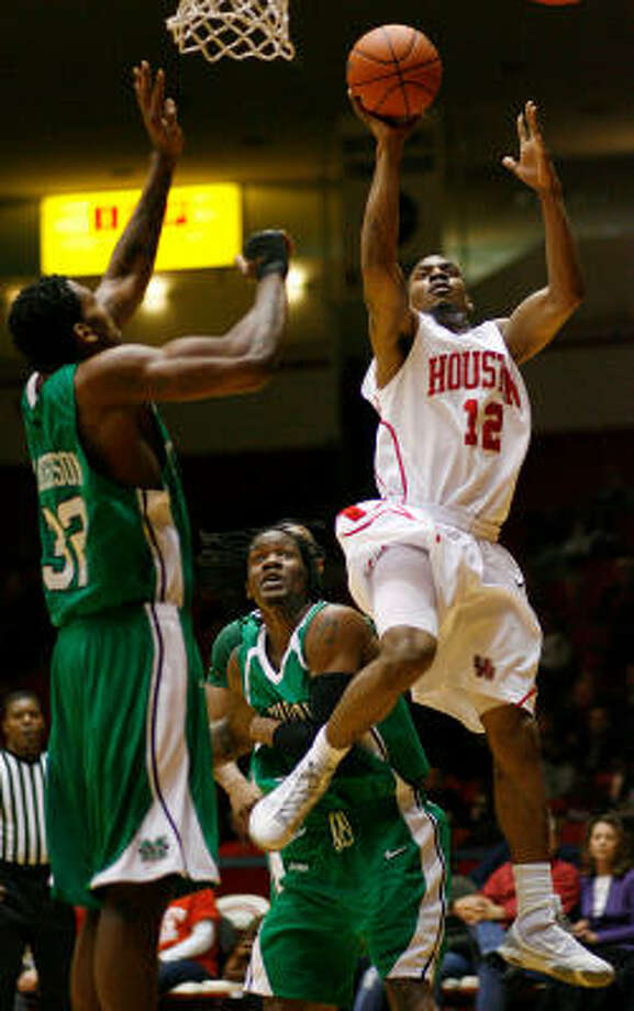 UH guard Aubrey Coleman (12) scored a game-high 37 points in the Cougars' 81-66 win over Marshall on Saturday at Hofheinz Pavilion. Photo: Nick De La Torre, Chronicle