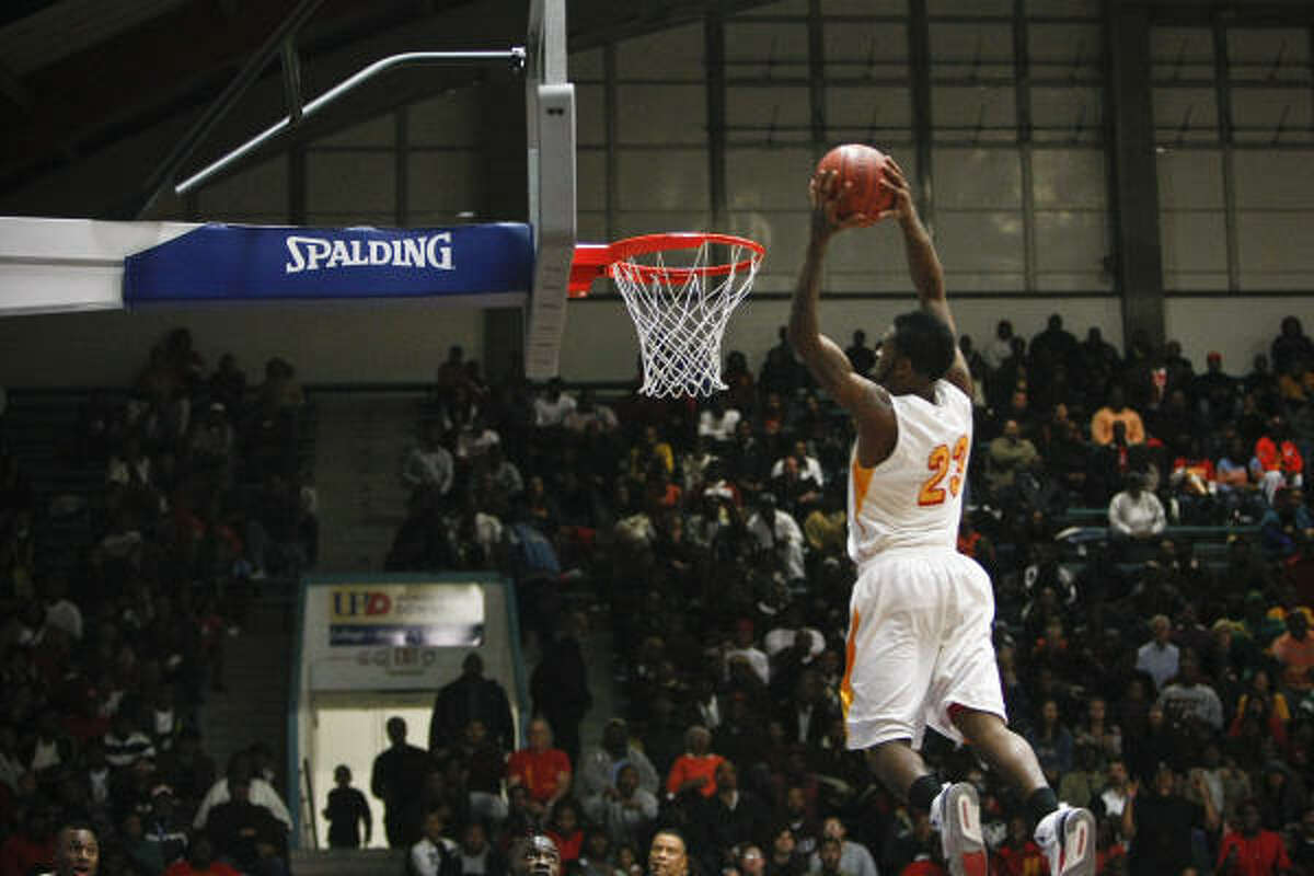 Yates' Brandon Peters slams home a dunk in Saturday's highly anticipated rematch against Lee. Yates won, 125-26.