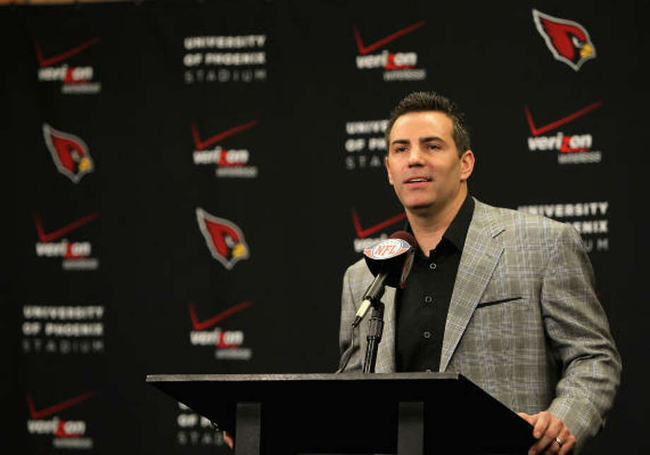 Arizona Cardinals quarterback Kurt Warner on Friday announced his retirement from football after a storied 12-year career that included stints with the St. Louis Rams, New York Giants and Cardinals. Warner, who won a Super Bowl with the Rams in 2000, finished his career with 32,344 passing yards and 208 touchdown tosses. Photo: Christian Petersen, Getty Images