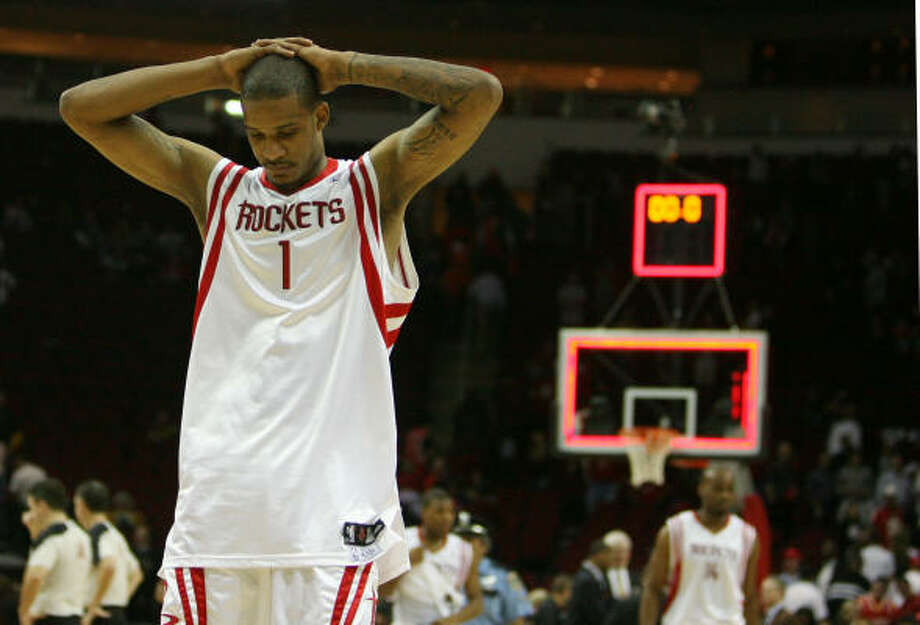 Rockets guard Trevor Ariza walks for the court after the loss. Photo: Billy Smith II, Chronicle