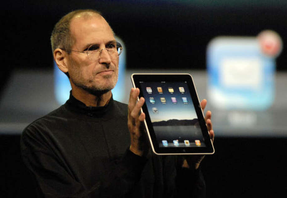 Steve Jobs debuts Apple's new iPad at the Yerba Buena Gardens Theater in San Francisco, California. Photo: Karl Mondon, MCT