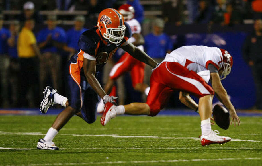 Oct. 3: UTEP 58, UH 41 51-76, 536 yards, 5 TD, 0 INT Photo: Smiley N. Pool, Chronicle