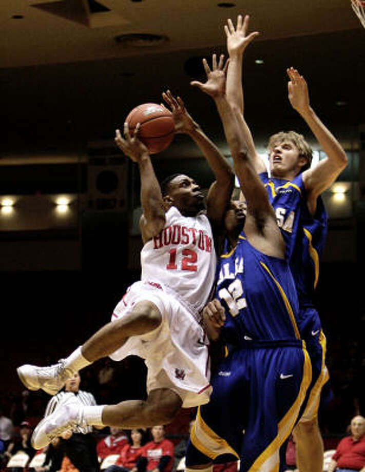 Houston guard Aubrey Coleman (12) scored a game-high 25 points Saturday against Tulsa, but it wasn't enough to prevent the Cougars from dropping an 86-80 decision at Hofheinz Pavilion. Photo: Bob Levey, For The Chronicle