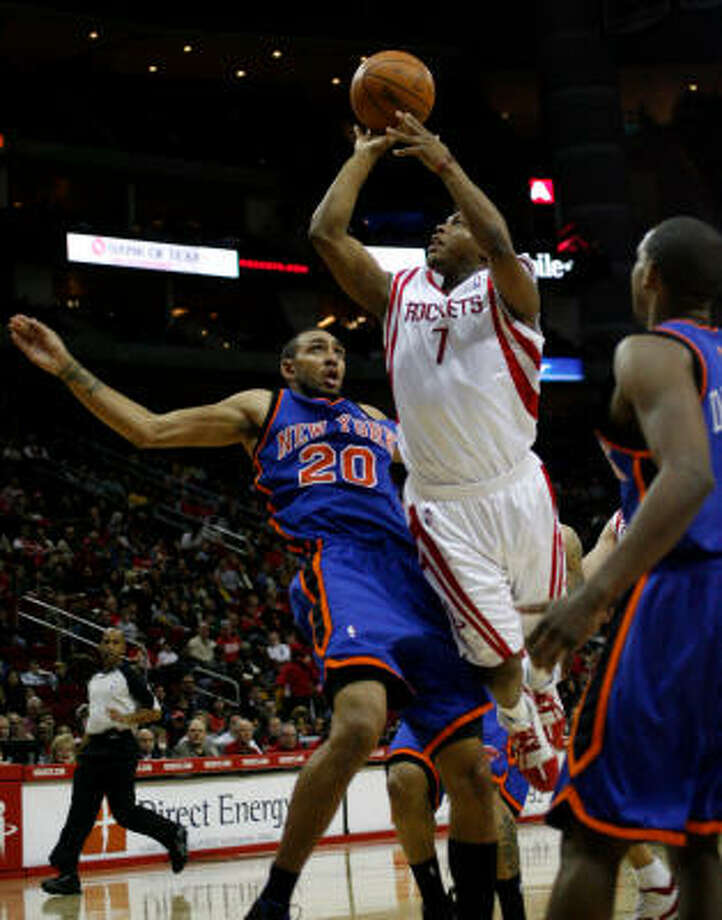 Rockets reserve guard Kyle Lowry (7) had 16 points, seven rebounds, three assists and three steals to help Houston defeat the New York Knicks on Saturday night at Toyota Center. Photo: Johnny Hanson, Chronicle
