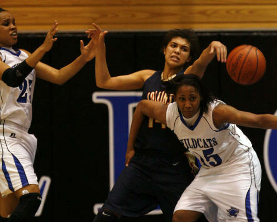 Dekaney's Alexis Durley, right, battles Klein Collins' Melinda Johnson for the ball in Friday night's matchup. Durley scored a game-high 22 points to help Dekaney defeat Klein Collins 53-49. Photo: Johnny Hanson, Chronicle