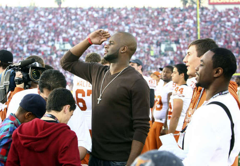 Former Longhorns great Vince Young looks out over the field before the game. Photo: TOM REEL, EXPRESS-NEWS